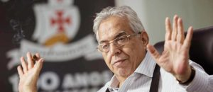 """Presidente Eurico Miranda Puxa """"Casaca"""" Após Vitória Contra o Flamengo"""