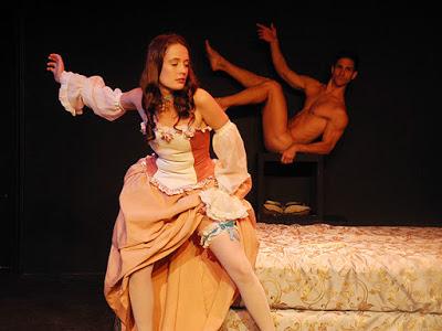 É verdade que atores e atrizes precisam ficar pelados na faculdade de artes cênicas? :o