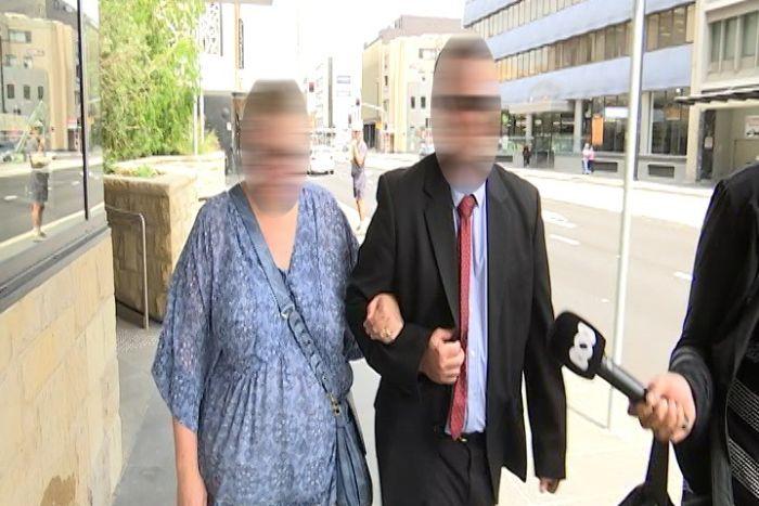 Mãe acusada de injetar urina em filha deficiente é considerada inocente