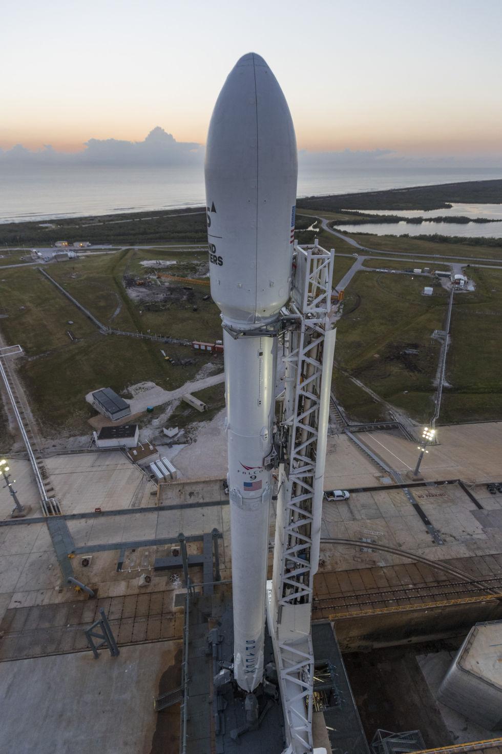 Elon Musk posta no Twitter um curioso vídeo de navio capturando partes do Falcon 9