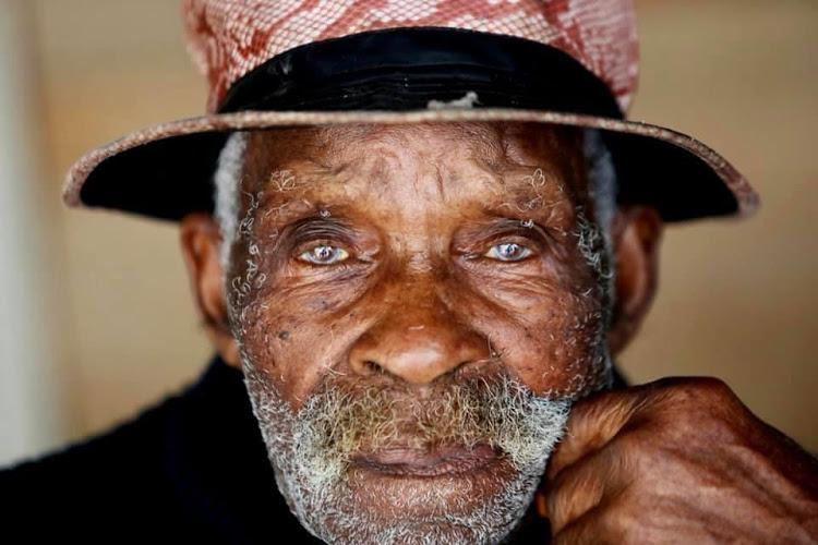 Morre na África do Sul o atual 'homem mais velho do mundo'