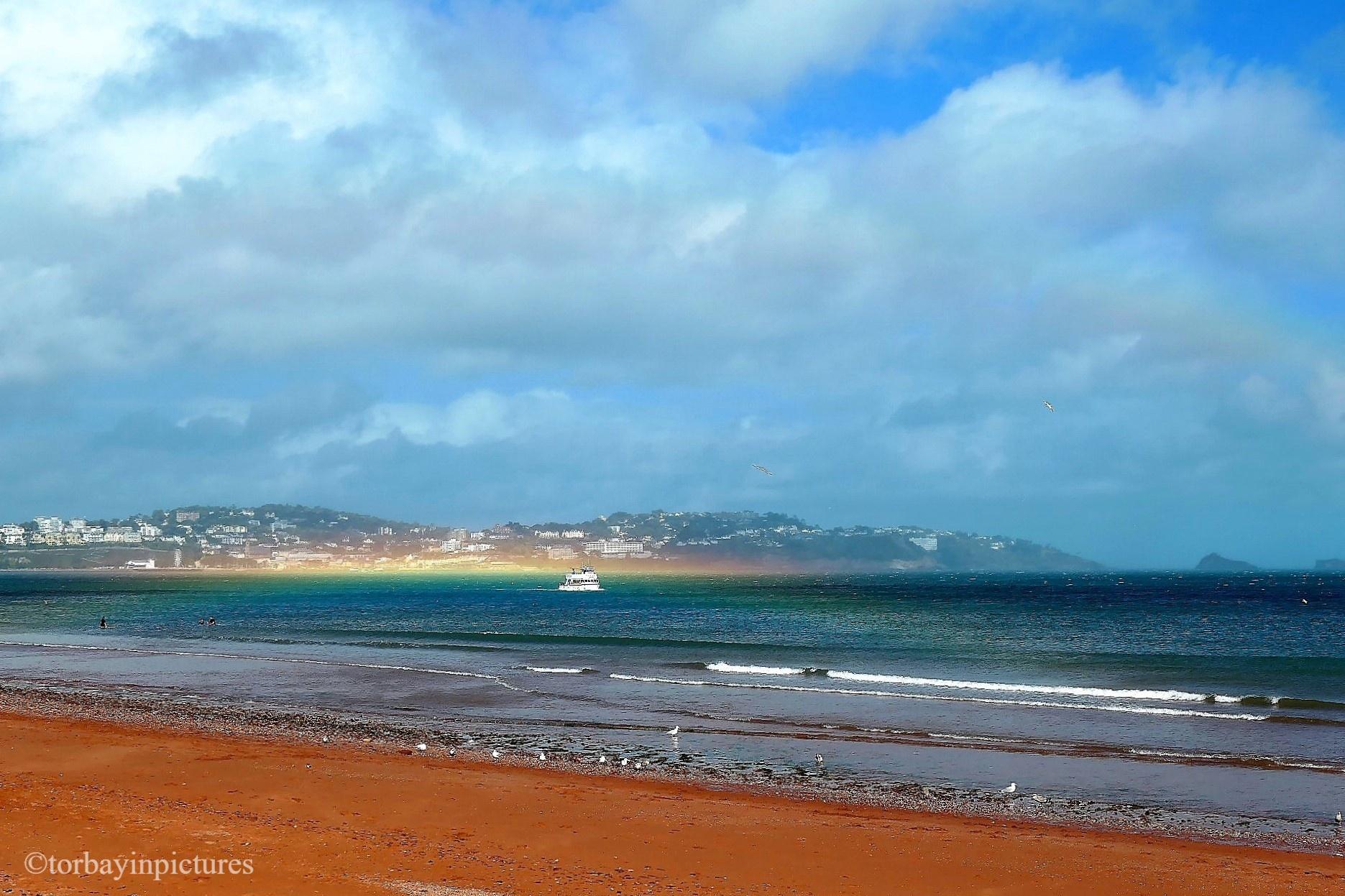 Arco-íris extremamente raro surge no céu da Inglaterra