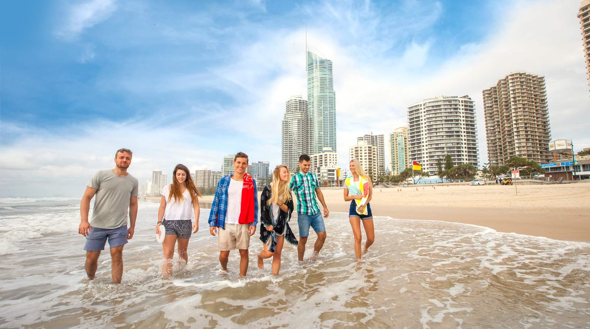 Com reabertura de fronteiras e clima agradável Queensland espera chegada de turistas