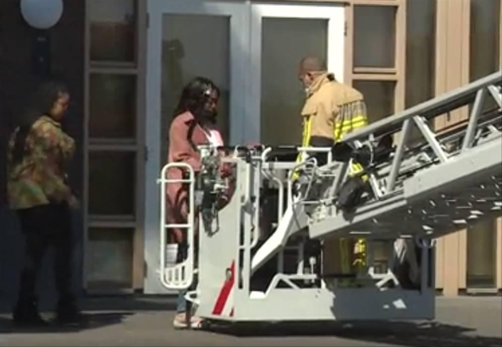 Bombeiros ajudam família a dar seu último adeus a idoso isolado pela quarentena