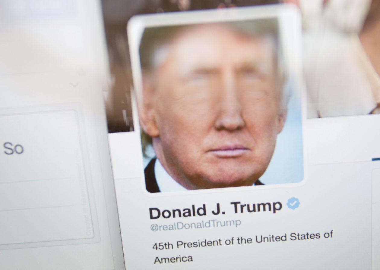 Trump permanecerá no Twitter porque sua conta não foi afetada pelo ...