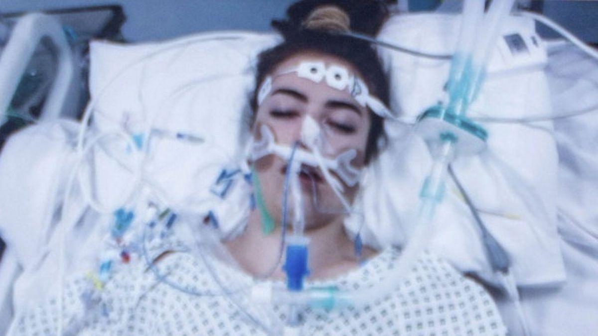Mãe compartilha foto chocante da filha lutando pela vida após tomar MDMA