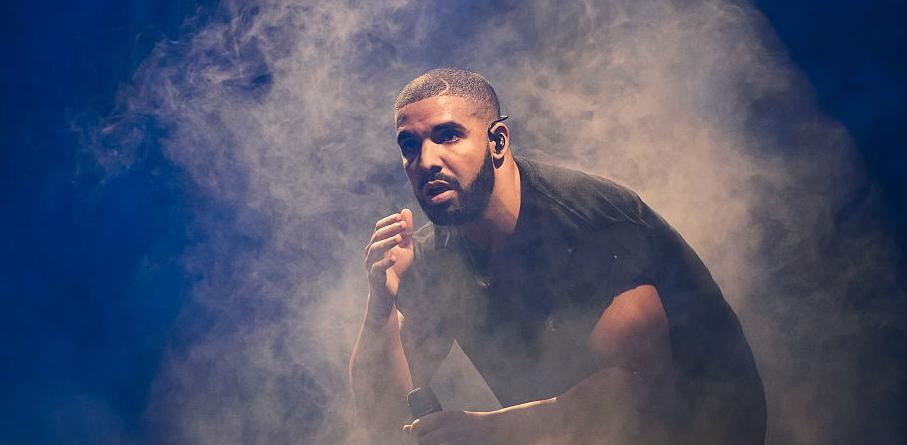 Kanye West urina no Grammy em vídeo