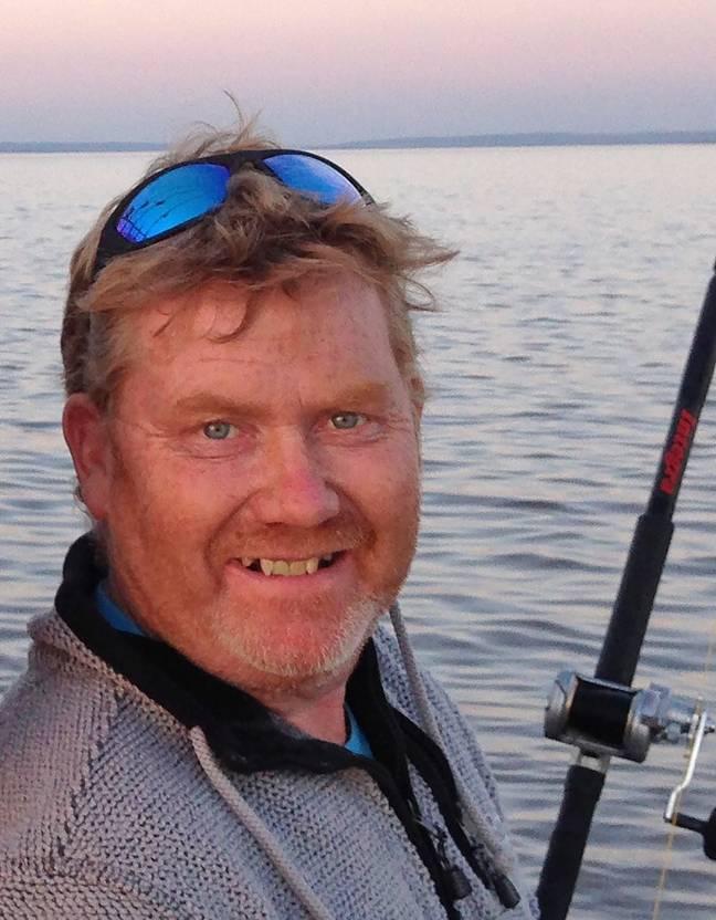 Pescador fisga 'o maior tubarão já capturado com vara em águas britânicas'