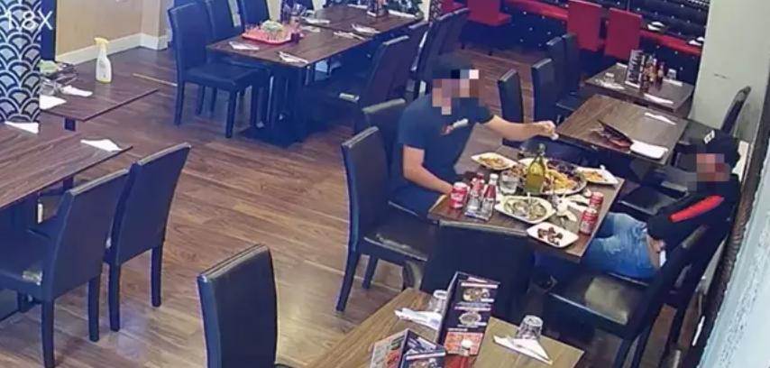 Cliente de restaurante coloca pelos pubianos na comida para não pagar a conta