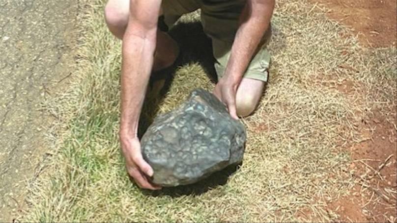 Centenas de meteoritos avaliados em milhares de reais caem em cidade pernambucana