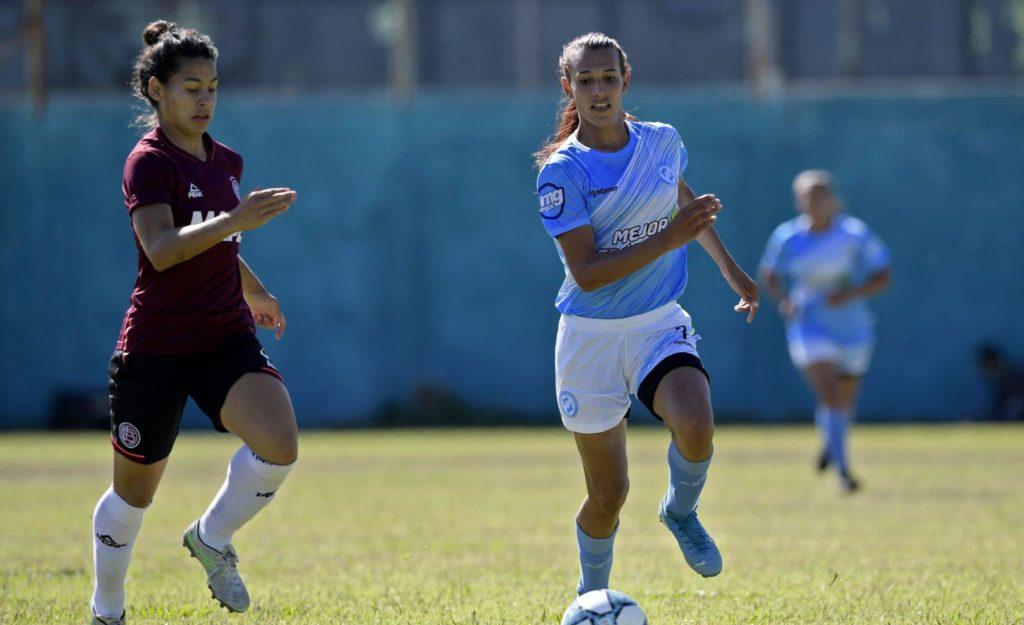 A primeira mulher transgênero a jogar futebol profissional
