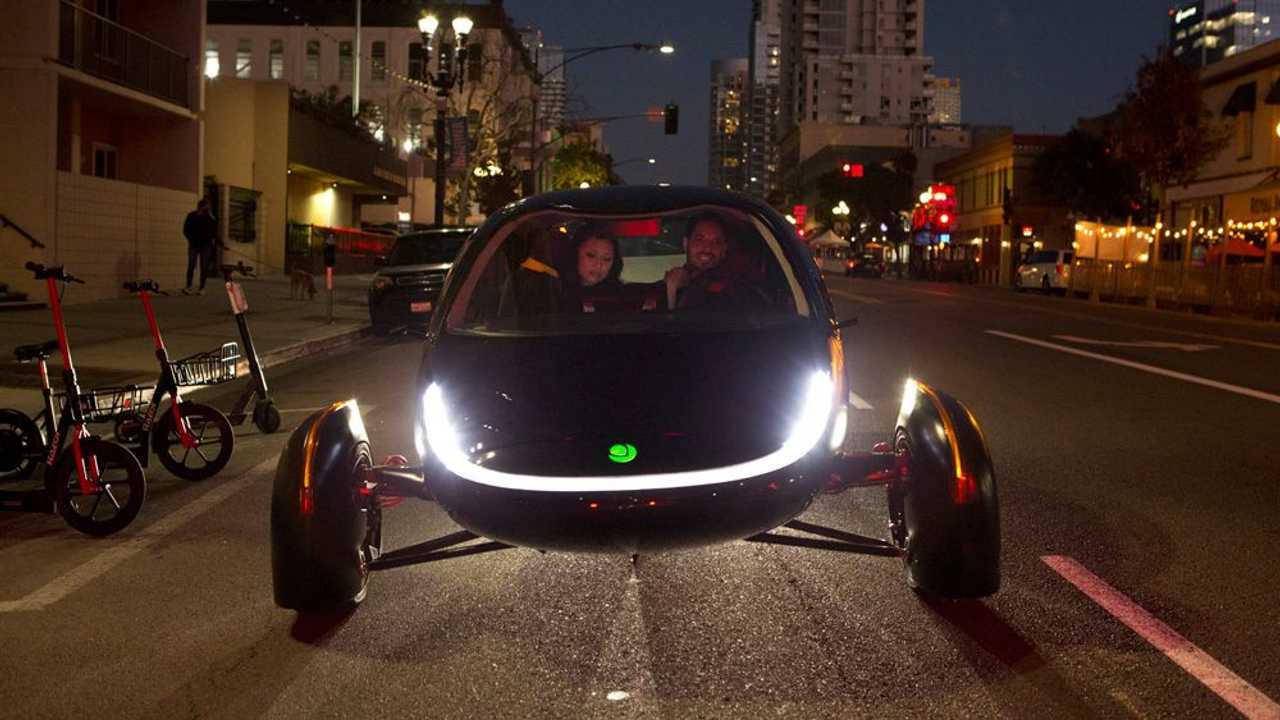 O primeiro carro elétrico do mundo que não precisa ser carregado