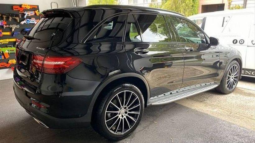 Criança de nove anos ganha da mãe um Mercedes Benz de presente