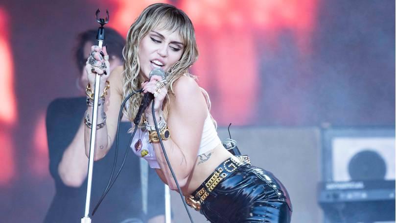 Miley Cyrus fala sobre sua vida sexual durante o Lockdown em entrevista polêmica