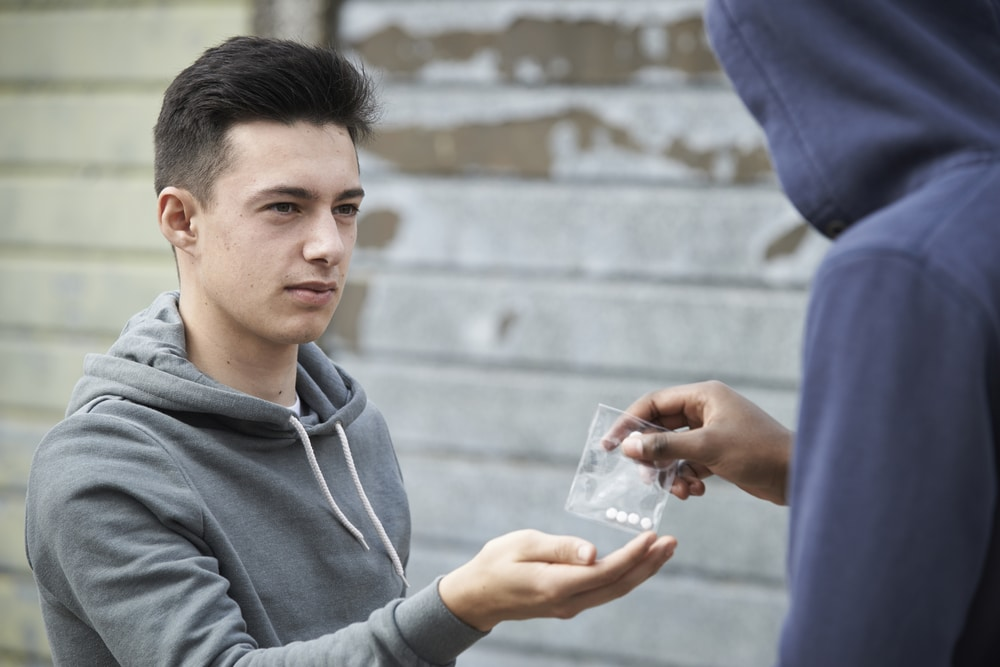 Estado australiano revisa política para porte de drogas ilegais