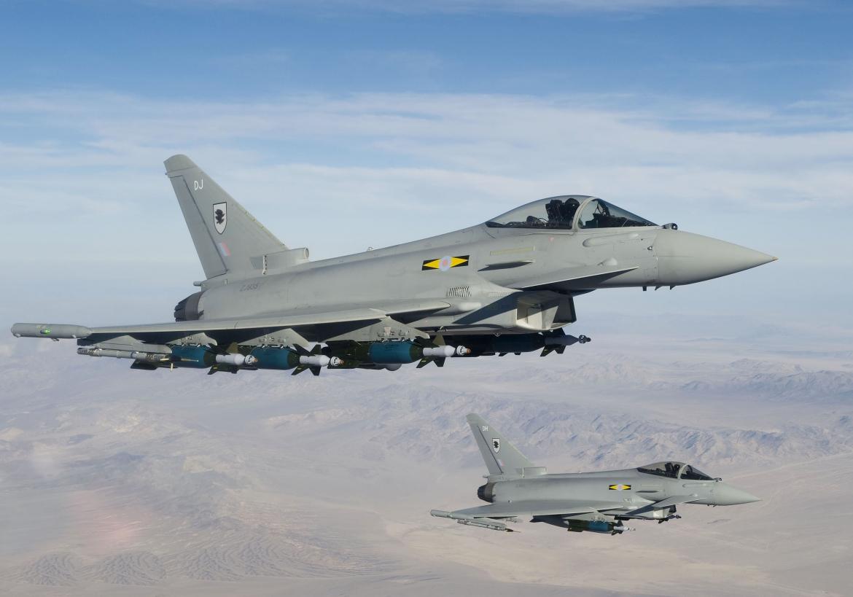 Aviões caça causam barulho assustador no céu de Londres