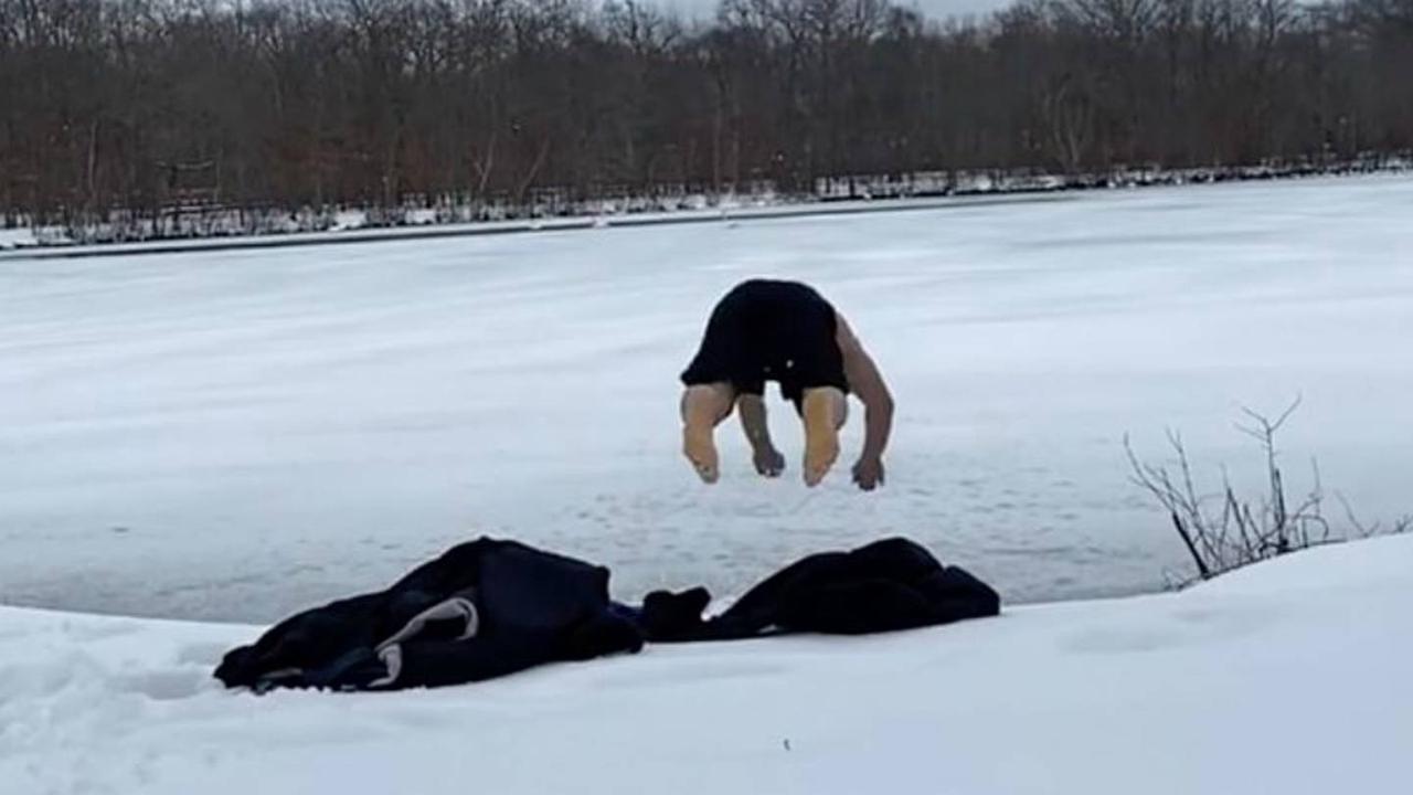 Lutador do UFC bate com a cabeça ao mergulhar em lago congelado