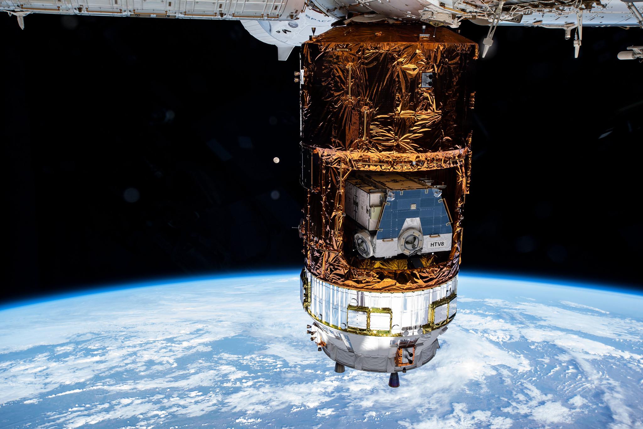 Homem cria financiamento coletivo para enviar terraplanistas para o espaço