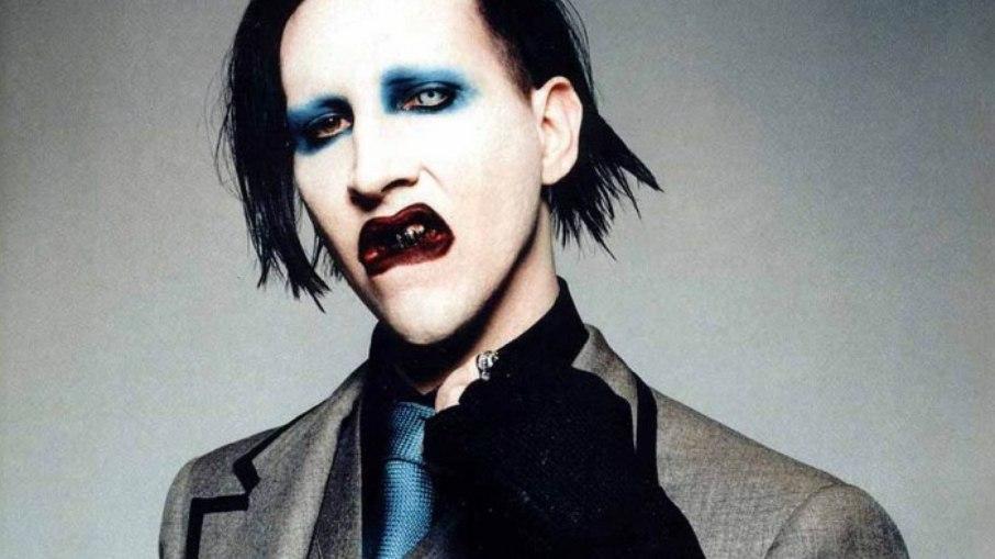 Estilista acusa Marilyn Manson de apontar uma arma para sua cabeça