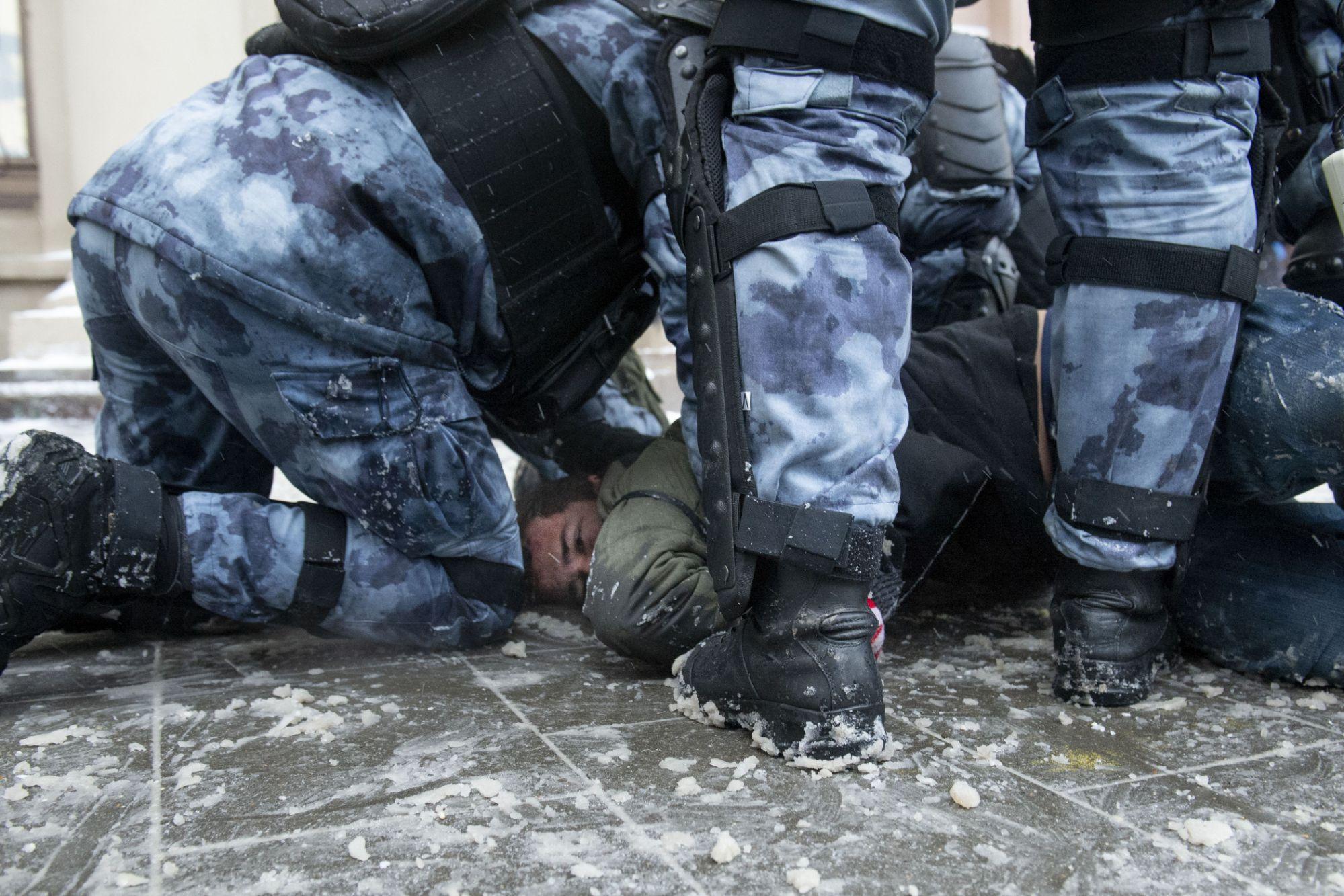 Milhares de presos na Rússia após protestos contra o presidente