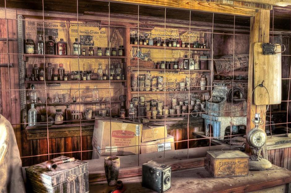Homem gasta suas economias dando vida a uma cidade fantasma