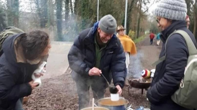 Homem com câncer é preso após montar uma cozinha de sopa no Skate Park
